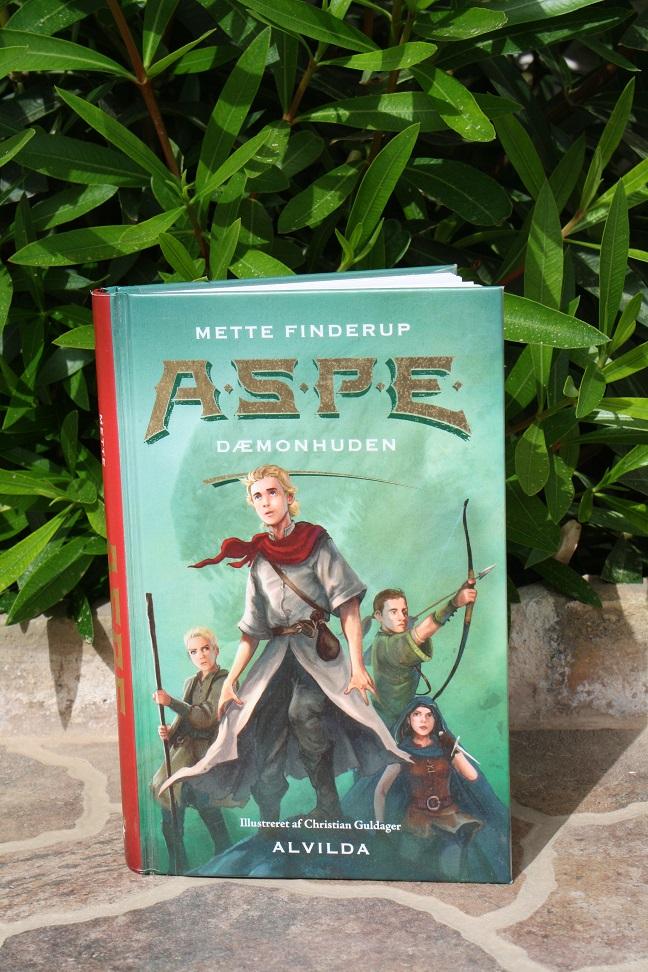 """Billede af Mette Finderups bog """"A.S.P.E. 1: Dæmonhuden""""."""