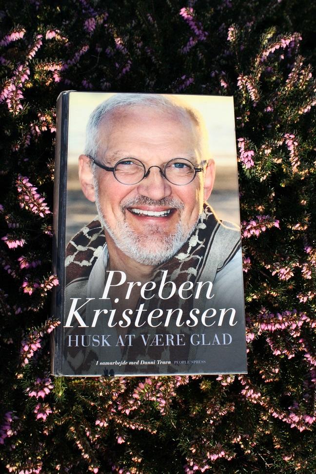 """Billede af Preben Kristensen og Danni Travns bog """"Husk at være glad""""."""