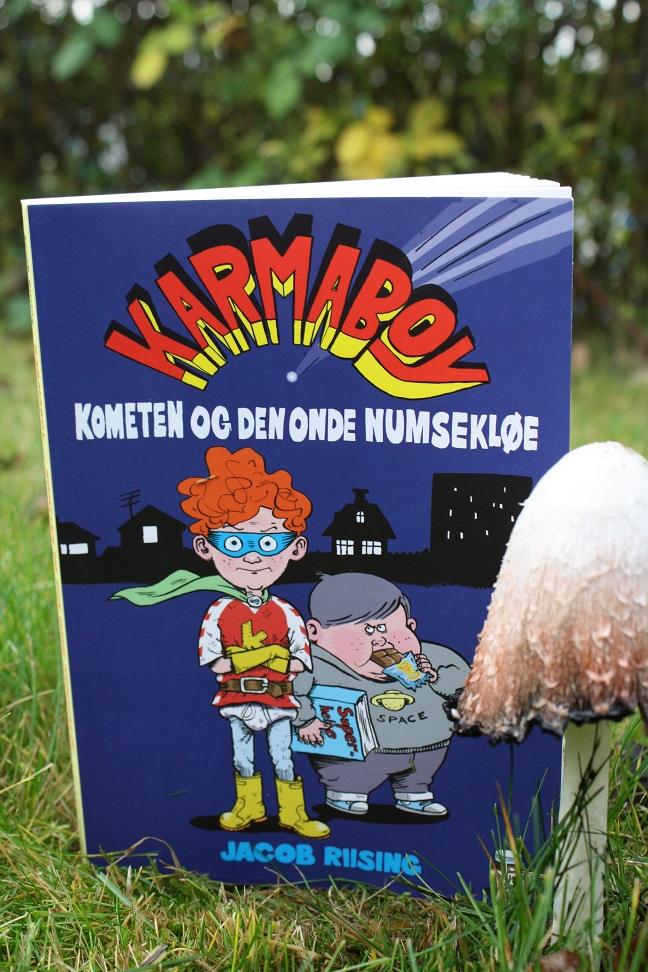 """Billede af Jacob Riisings bog """"Karmaboy - Komenten og den onde numsekløe"""""""